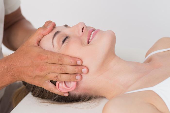 Dr Darren Chin - Chiropractor adjusting patient
